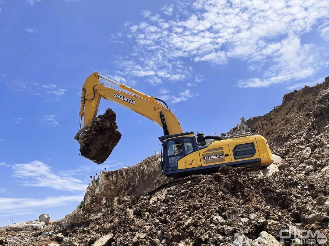 山推SE550LC挖掘机