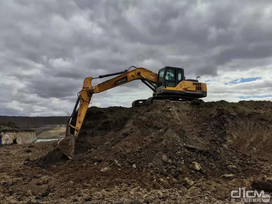 雷沃挖掘机在津巴布韦矿区
