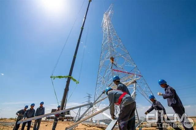 中联重科ZAT6000H753助力西北最高电力铁塔组立完毕