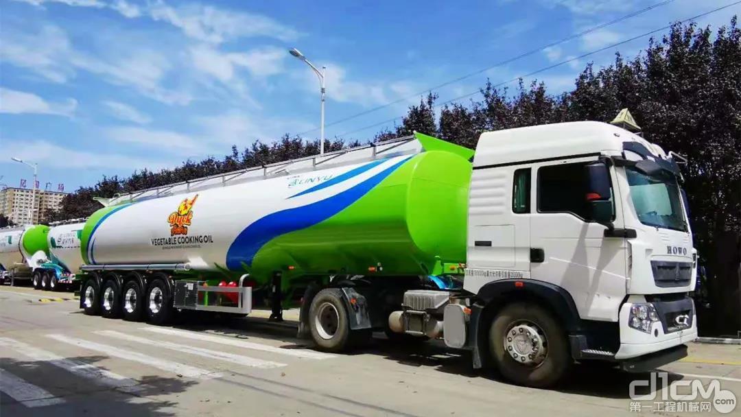 专门为东南亚客户量身定制的带有特殊图案的液罐车