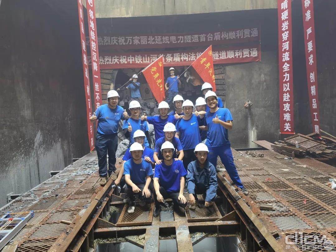 中铁山河首条盾构法施工隧道贯通现场