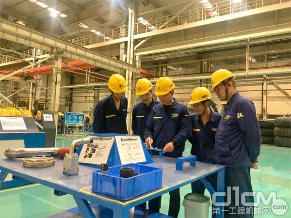 徐工铲运机械事业部装配分厂成立工段培训角加强实战