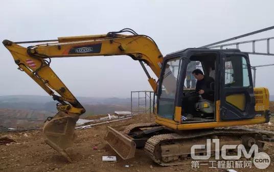 三年7台雷沃挖掘机