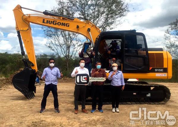 柳工挖掘机交付泰国客户