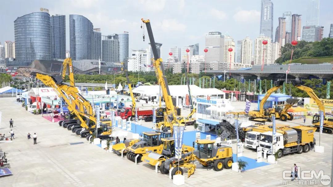 三一路机助力香港国际机场建设