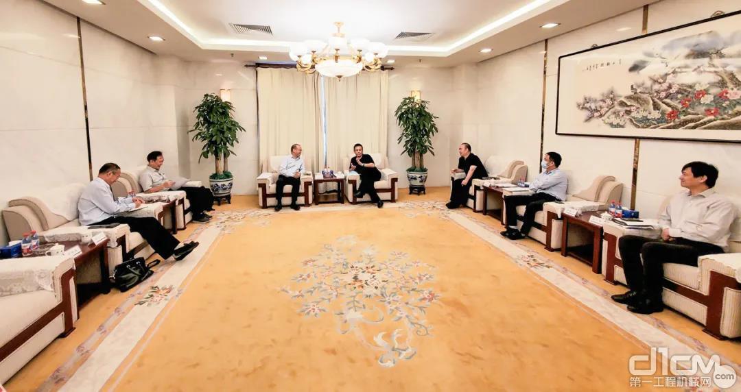吴培国走访北京建工