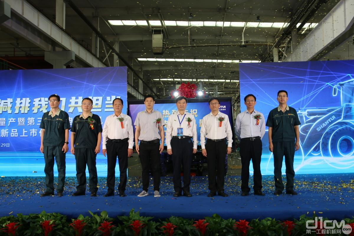 山推电装量产暨第三代纯电装载机LE59-X2新品上市仪式