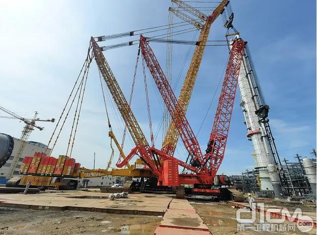 """徐工4000吨一号车海南项目第三次""""亮剑""""!成功吊装乙烯塔"""