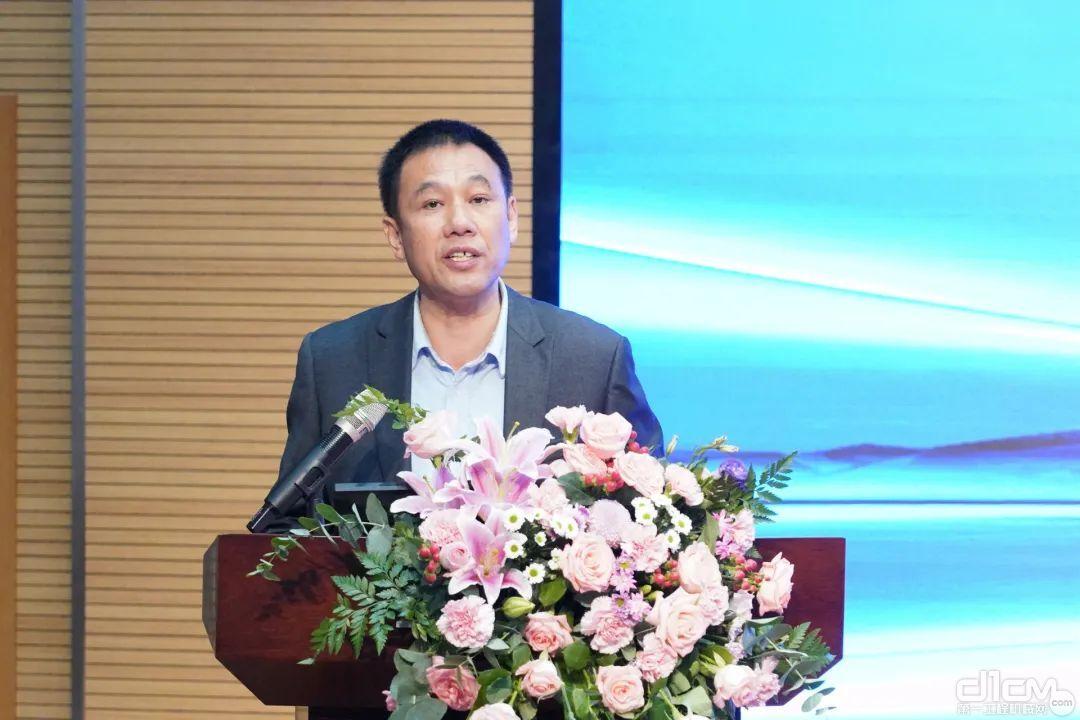 △湖南省矿业协会第一届会长叶常富在大会上致开幕词