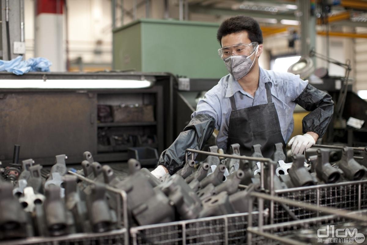 到2030年底,卡特彼勒100%的新产品将比上一代产品更具可持续性
