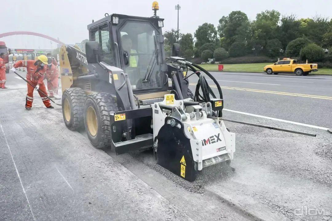 跨界出圈!徐工滑移装载机惊艳道路养护领域