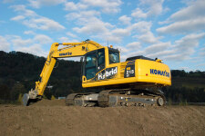 小松HB215LC-1M0混合动力挖掘机施工现场31643