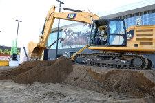 卡特彼勒新一代Cat323液压挖掘机施工现场44520