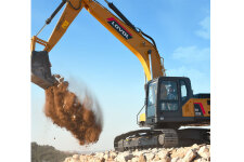 雷沃FR220E2履带挖掘机施工现场全部图片