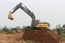 约翰迪尔E210LC履带挖掘机施工现场全部图片