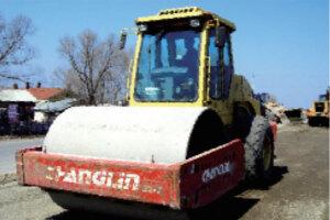常林8208-5轮胎压路机