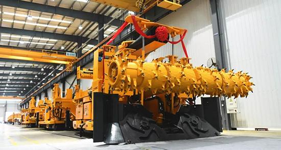 铁建重工大断面快速掘锚成套装备月进尺突破2000米
