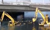 水陸两用挖掘机施工作业