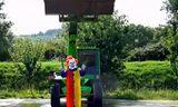 """推土机助阵 """"杀手小丑""""ALS冰桶挑战"""