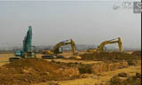 挖机大比武!卡特323DL与小松PC300、神钢250挖掘机对比