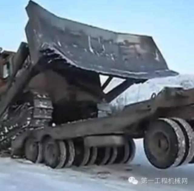 推土机自己上拖车,第一次见……