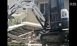 山貓挖掘機拆平臺視頻