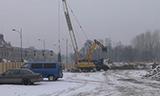 利渤海尔HS855和小松PC240挖掘机工作