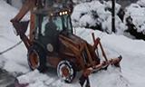 凯斯两头忙道路除雪作业