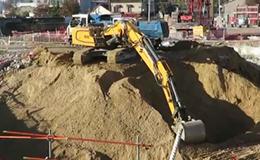 利勃海爾946挖掘機視頻