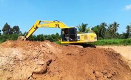 小松PC200挖掘机施工作业