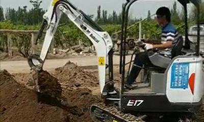 山猫E17微挖吐鲁番挖自来水管道
