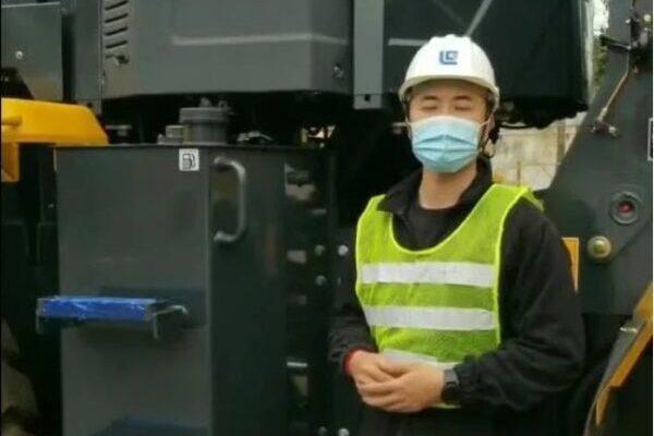 【燃油箱清洗】每工作1000小时或6个月清洗燃油箱