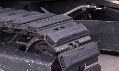 【用機技巧】挖掘機履帶損壞的原因有哪些?