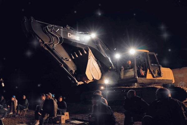 约翰迪尔挖掘机的7盏LED照明灯,让夜间施工更加轻松!
